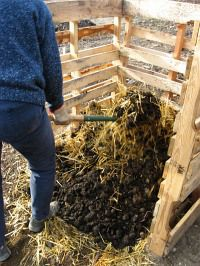 compost-bins-mix-straw-and-manure