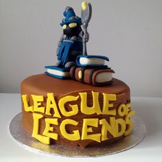 100% edible League of Legends cake by www.BuBakes.co.uk For more creations, tips and competitions like us at Facebook.com/bubakes