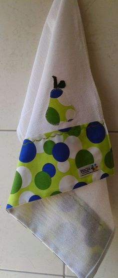 MaGu Presentes - Pano de prato (I like the idea of decorating all purty a plain kitchen towel) Dish Towels, Hand Towels, Tea Towels, Sewing Hacks, Sewing Crafts, Sewing Projects, Sewing To Sell, Cat Quilt, Diy Kitchen Decor