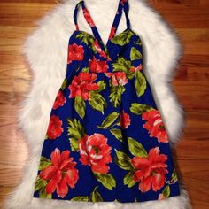 ITEM HOLLISTER Dress size Medium Absolutely stunning dress size medium true to size. Perfect spring/ summer dress. Mint condition. ❌ I do not trade ✅ I follow poshmark rules ✅ price is firm. ✅ bundle for even more savings. Thanks ☘ Hollister Dresses Mini