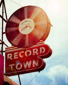 Record Town Fort Worth Texas, by Squint Photography vinyl records / neon signs Vintage Records, Vintage Music, Vintage Vinyl Record Player, Images Vintage, Vintage Signs, Poster Vintage, Photo Wall Collage, Picture Wall, Art Mur
