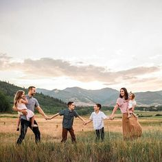 """""""The bad news is time flies."""" -Michael Altshuler⠀⠀⠀⠀⠀⠀⠀⠀⠀ Beautiful mountain photo by… The bad news is time flies. -Michael Altshuler⠀⠀⠀⠀⠀⠀⠀⠀⠀ Beautiful mountain photo by… Family Portrait Poses, Family Picture Poses, Family Picture Outfits, Family Photo Sessions, Family Posing, Family Photo Shoots, Family Photoshoot Ideas, Posing Families, Summer Family Photos"""