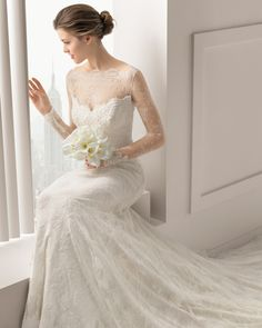 Chantilly and corded lace dress with beading in a natural colour. Rosa Clara