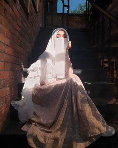 Muslimah Wedding Dress, Muslim Wedding Dresses, Dress Wedding, Hijabi Girl, Girl Hijab, Beautiful Muslim Women, Beautiful Hijab, Hijab Style Tutorial, Muslim Girls