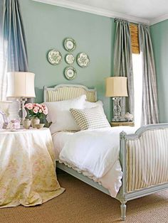 31 Beautiful French Bedroom Decor Ideas - A French bedroom is a very opulent space. You can decorate with this style on a budget if you really know what you are doing. This allows you to incor. Grown Up Bedroom, Pretty Bedroom, Master Bedroom, Master Closet, Teen Bedroom, Style Cottage Anglais, English Cottage Bedrooms, Bedroom Wall Decor Above Bed, Wall Beds