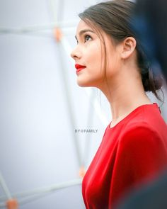 Urassaya World Most Beautiful Woman, Holy Chic, Beauty Around The World, Women Life, Woman Crush, Traditional Dresses, Chic Outfits, Girl Photos, Asian Beauty