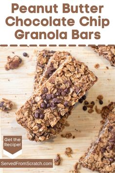 These Peanut Butter Chocolate Chip Granola Bars are an easy to make, crunchy, kid friendly mom approved snack that's naturally sweetened and packed full of protein and superfood nutrients from cacao powder and flax seed! Granola Bars Peanut Butter, Chocolate Chip Granola Bars, Peanut Butter Roll, Cacao Powder, Energy Bars, Recipe Of The Day, Superfood, Food Videos, Sweet Tooth