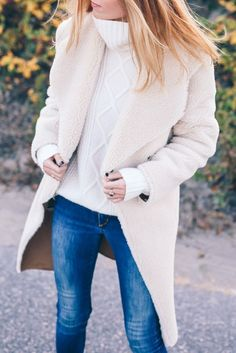 #thanksgiving #outfits White Turtleneck // Beige Wool Coat // Skinny Jeans