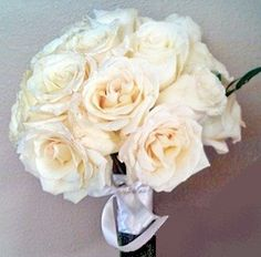 if i hadn't had my heart set on a blue rose bouquet I probably would hvae gone with something similar to this
