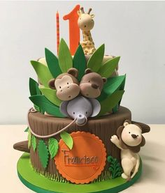 Safari jungle animals cake