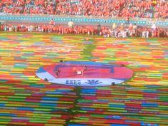 El césped de Anoeta se cubre de una multicolor urna de tela http://www.naiz.eus/eu/actualidad/noticia/20150621/el-verde-cesped-de-anoeta-se-cubre-de-una-multicolor-urna-de-tela… @GARA_iintziarte #BiharErabakia
