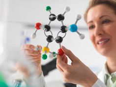 Chemistry has a reputation as a hard science to master. Here are some homework and study tips to help you succeed in chemistry. Chemistry Help, Study Chemistry, Chemistry Class, Organic Chemistry, College Success, College Classes, Science Education, Life Science, Physical Science