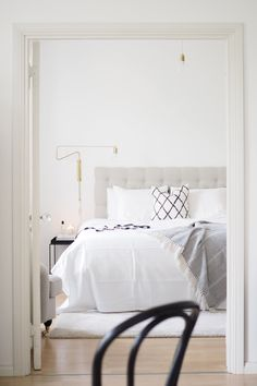 Char and the city - White, classic and Scandinavian bedroom - read more on the… More