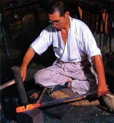 Japanese swordsmith, Toshihira OSUMI (1932~2009), National Living Treasure of Japan 大隅俊平(人間国宝)