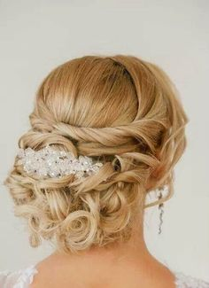 Experience the perfect hair style for your weeding with best hair styling products.