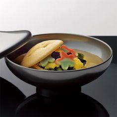 雅やかな加賀の味が楽しめる本格的なお吸物。【金沢 宝づくし】