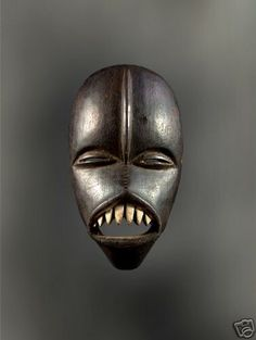 History of African Masks You May Have Never Heard Of I have never seen a mask like this before. Alien and scary.I have never seen a mask like this before. Alien and scary. African Masks, African Art, African History, African Sculptures, Art Premier, Cool Masks, Beautiful Mask, Art Sculpture, Vampire
