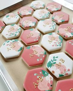 Wet on wet royal icing techniques are my favorite to execute and favorite to teach. Get at me if you want to take your skill to the next… Fancy Cookies, Iced Cookies, Cute Cookies, Cupcake Cookies, Owl Cookies, Cupcakes, Summer Cookies, Cookie Wedding Favors, Cookie Favors