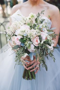 Whimsical and Boho Chic New York Wedding - MODwedding | Bouquet: Julia Testa https://juliatesta.com/