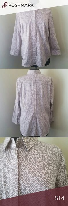 """Tan and Cream Fitted 3/4 Sleeve Shirt, XL Neat light brown circle pattern on a cream background, button down blouse with 3/4 sleeves and hidden buttons. Excellent used condition.   97% cotton, 3% spandex.   40"""" bust, 27"""" length.   Size XL by NY&Co. New York & Company Tops Button Down Shirts"""