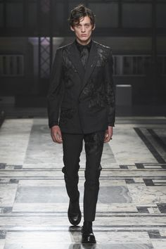 Alexander McQueen Fall/Winter 2016-2017 Menswear Fashion Show