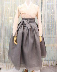 연살구 장저고리와 3겹회색치마 #금의재 제품문의는 카카오톡 아이디 -금의재 or 다이렉트메세지로 해 주세요. #치마저고리 #hanbok…
