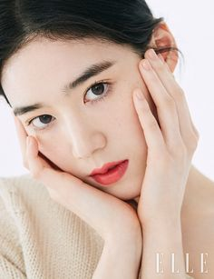 ASK K-POP Jung Eun-chae, a white face that looks good with red lips Beauty Make Up, Hair Beauty, Bridal Beauty, Blush Color, Korean Actresses, Bridal Make Up, Pretty People, How To Look Pretty, Asian Beauty