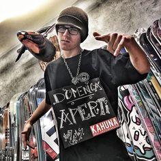 Danylo è pronto alla battaglia! Tu sei pronto ad attaccarlo a suon di prodotti?!?  Dal 3 Dicembre Kahuna Shop aperto anche la Domenica pomeriggio!  Kahuna Shop Via Andrea Alciato 6 Roma Metro A - Cornelia Orari: 10.00 - 13.00 // 16.00 - 20.00 Domenica Pomeriggio Aperti  #kahunashop #enjoythefamily #snowboardshop #negoziroma #romashopping  #photography #snowboard  #skate #skateboard #domenicaaperti #vsco #vscogram #gangsta #photooftheday #photographer #instalike #portraits #wscfilms