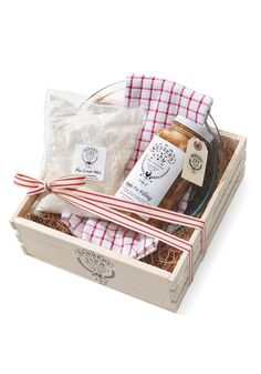 How to make an apple pie that tastes like it came from Kerber's Farm in Huntington, New York? This kit includes all-natural pie filling, crust mix, a pie pan, a kitchen towel and an instruction book all packed in an attractive crate made of sustainable wood.