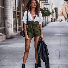 Preppy Summer Outfits That Always Looks Fantastic Tomboy Chic, Fashion Mode, Fashion Outfits, Womens Fashion, Style Fashion, Preppy Summer Outfits, Mini Short, John Hardy, How To Make Shorts