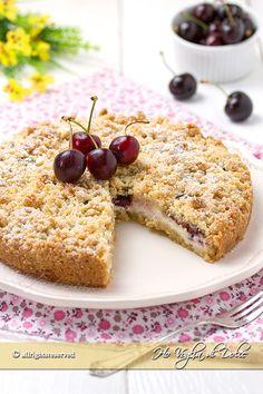 Sbriciolata alle ciliegie una ricetta facile e velocissima da preparare. Un dolce fresco e goloso con un ripieno cremoso alla ricotta e ciliegie.
