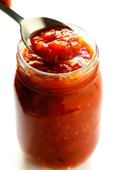 This classic homemade marinara sauce recipe is incredibly easy to make and simmered with the coziest blend of garlic and herbs. Best Marinara Sauce, Homemade Marinara, Homemade Spices, Homemade Recipe, Tomato Sauce Recipe, Sauce Recipes, Pasta Recipes, Chili Pasta, Sauces