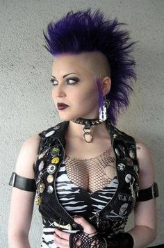 Punk hairstyles have endured many revivals and reinventions since their initial popularity in the Punk Hairstyles are one of the best choices for all ages, especially for the young fellow, they love it so much. Find eight gorgeous Punk Hairstyles for you. Style Punk Rock, Punk Rock Hair, Punk Rock Girls, Punk Rock Fashion, Street Fashion, Gothic Fashion, Punk Girl Hair, Lolita Fashion, Estilo Rock