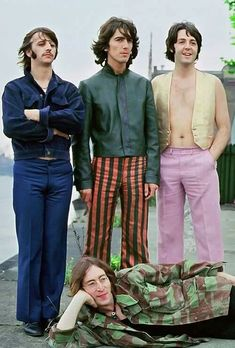 """roqueandrolle: """" babeimgonnaleaveu: """" The Beatles photographed by Tom Murray in 1968 """" unfff george """" Foto Beatles, Beatles Love, Beatles Photos, George Beatles, John Lennon, Ringo Starr, George Harrison, Figure Drawings, Actor"""
