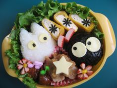 They say you eat with your eyes and that is definitely the case when it comes to creative Bento Food Art! Japanese Lunch Box, Cute Japanese, Japanese Food, Kawaii Bento, Cute Bento, Cute Halloween Food, Bento Box Lunch, Bento Food, Bento Recipes
