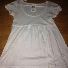 RUEHL Shirt! This is like brand new! Ruehl No. 925 Tops Tees - Short Sleeve