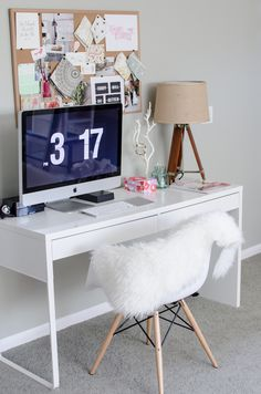 Micke desk by IKEA is a great piece to get for any small space – I can't imagine a better desk to fit a small nook. Micke is great as a working desk . Home Office Space, Home Office Desks, Ikea Office, Office Spaces, Work Spaces, Bureau Ikea Micke, Diy Computer Desk, Imac Desk, Diy Desk