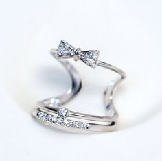 Knotted bow ring