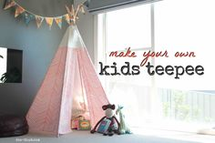 Make a no sew teepee for your kids, grandkids or pets with these easy tutorials! A no sew teepee project is great for kids who need somewhere to retreat to. Diy Tipi, Diy Kids Teepee, Childrens Teepee, Kids Tents, Diy Canopy, How To Make Teepee, No Sew Teepee, Sewing For Kids, Diy For Kids