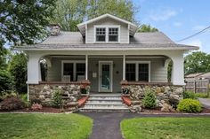 http://www.williampitt.com/search/real-estate-sales/370-milford-point-rd-milford-ct-06460-n10054758-1163637/