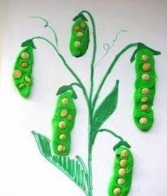Teach kids about pea plants with a fun craft! Kids Crafts, Toddler Crafts, Projects For Kids, Diy For Kids, Easy Crafts, Diy And Crafts, Paper Crafts, Autumn Crafts, Spring Crafts