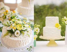 Tårtor går att göra själv och frysa in i 2-3 månader innan bröllopet. En kompis eller en släkting kanske kan tänka sig att hjälpa till? Det kan ju vara en del av hens bröllopspresent!