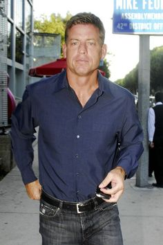 Former NFL quarterback Troy Aikman arriving to the popular Boa steakhouse in Hollywood.