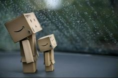 rain rain go away! Danbo, Miss Piggy, Box Robot, Amazon Box, Going To Rain, Dancing In The Rain, Little Boxes, Cute Dolls, Disney