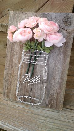 Making spring decorations with natural materials - ideas with wood, .- Frühlingsdeko basteln mit Naturmaterialien – Ideen mit Holz, Moos, Blumen for spring-tinker-natural materials-wood board-nails-Einweckglas-motif yarn - Cute Crafts, Decor Crafts, Diy And Crafts, Arts And Crafts, Art Decor, Craft Projects, Projects To Try, Art Diy, Rustic Mason Jars