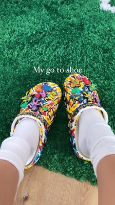 Crocs Fashion, Sneakers Fashion, 90s Fashion, Fashion Shoes, Cute Sneakers, Shoes Sneakers, Streetwear, Jordan Shoes Girls, Swag Shoes