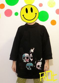 black-dunny-skull-sweater