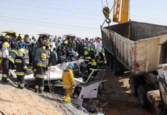 Horrific accident: Heavy trailer truck smashes into back of bus killing 24 people near Al Ain Construction Worker, Abu Dhabi, Philippines, Trucks, February 3, Workplace, Egyptian, Travelling, Police