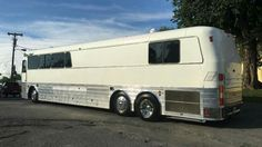 Motorhome Travels, John Schneider, Buses And Trains, Fun Travel, Rv For Sale, Silver Eagles, Busses, Coaches, Campers