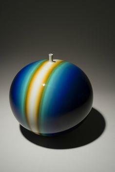 Tokuda Yasokichi III, Yōsai tsubo kōga (Brilliant Glazed Jar Galaxy). Betsy and Robert Feinberg Collection.